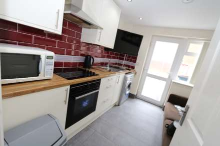 Room 1 Dysart Close - fully furnished double en-suite student room, WIFI & bills included - NO FEES, Image 3