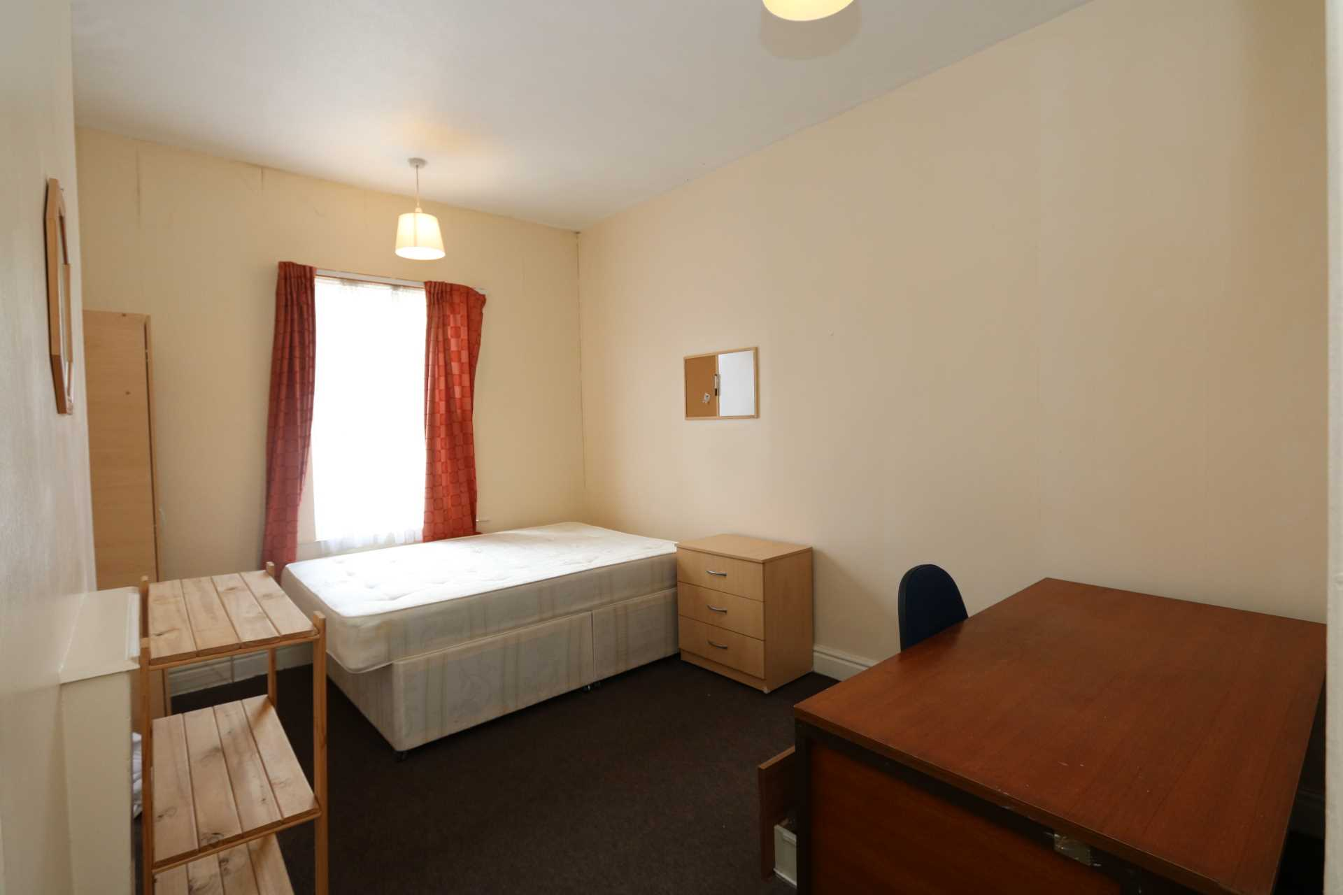 Room 5, Earlsdon Street - 5 bedroom 1 bathroom Warwick Uni student home fully furnished, WIFI & bills included - NO FEES, Image 1
