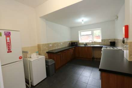 Room 5, Earlsdon Street - 5 bedroom 1 bathroom Warwick Uni student home fully furnished, WIFI & bills included - NO FEES, Image 5
