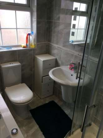 Room 3, Queensland Avenue - 5 bedroom 2 bathroom student home fully furnished, WIFI & bills included - NO FEES, Image 10
