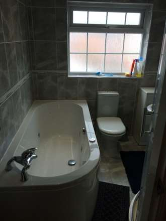 Room 3, Queensland Avenue - 5 bedroom 2 bathroom student home fully furnished, WIFI & bills included - NO FEES, Image 12