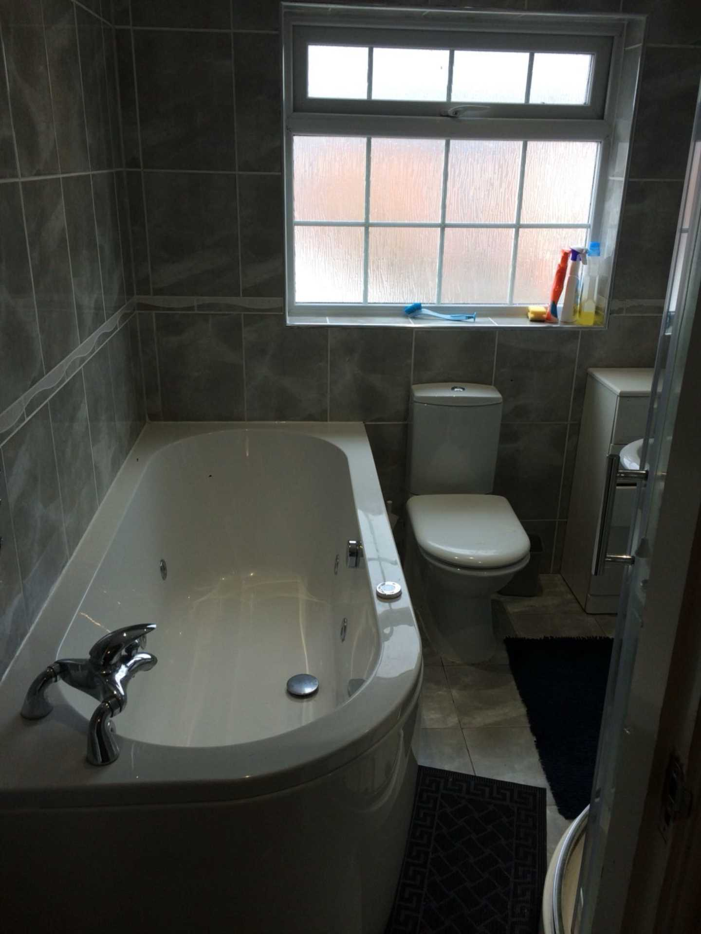 Room 4, Queensland Avenue - 5 bedroom 2 bathroom student home fully furnished, WIFI & bills included - NO FEES, Image 13