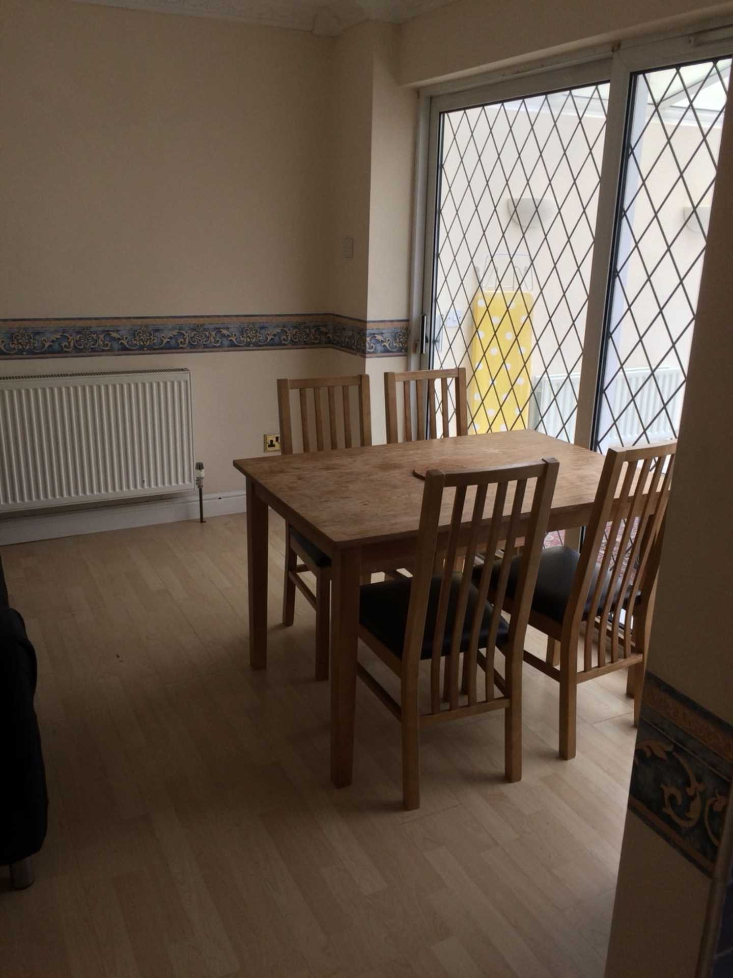 Room 4, Queensland Avenue - 5 bedroom 2 bathroom student home fully furnished, WIFI & bills included - NO FEES, Image 5