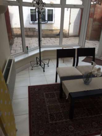 Room 6, Queensland Avenue - 5 bedroom 2 bathroom student home fully furnished, WIFI & bills included - NO FEES, Image 1