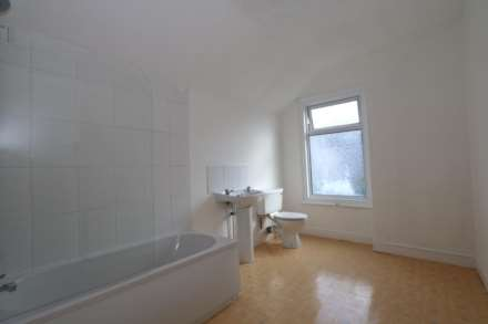 Gaul Street - 3 bedroom student home fully furnished, WIFI & bills included - NO FEES, Image 5